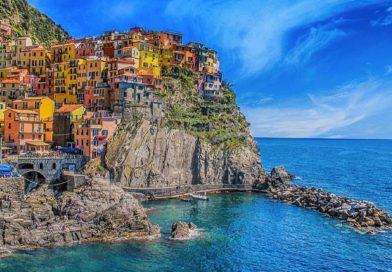 Infradito, sandali e tacchi a spillo vietati alle Cinque Terre